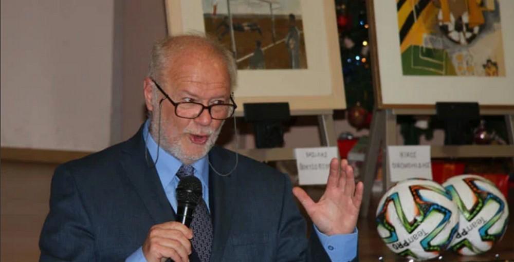 Ο ιστορικός Κυριάκος Χήνας και ο συγγραφέας Θανάσης Κάππος μιλούν για ποδόσφαιρο (vid)